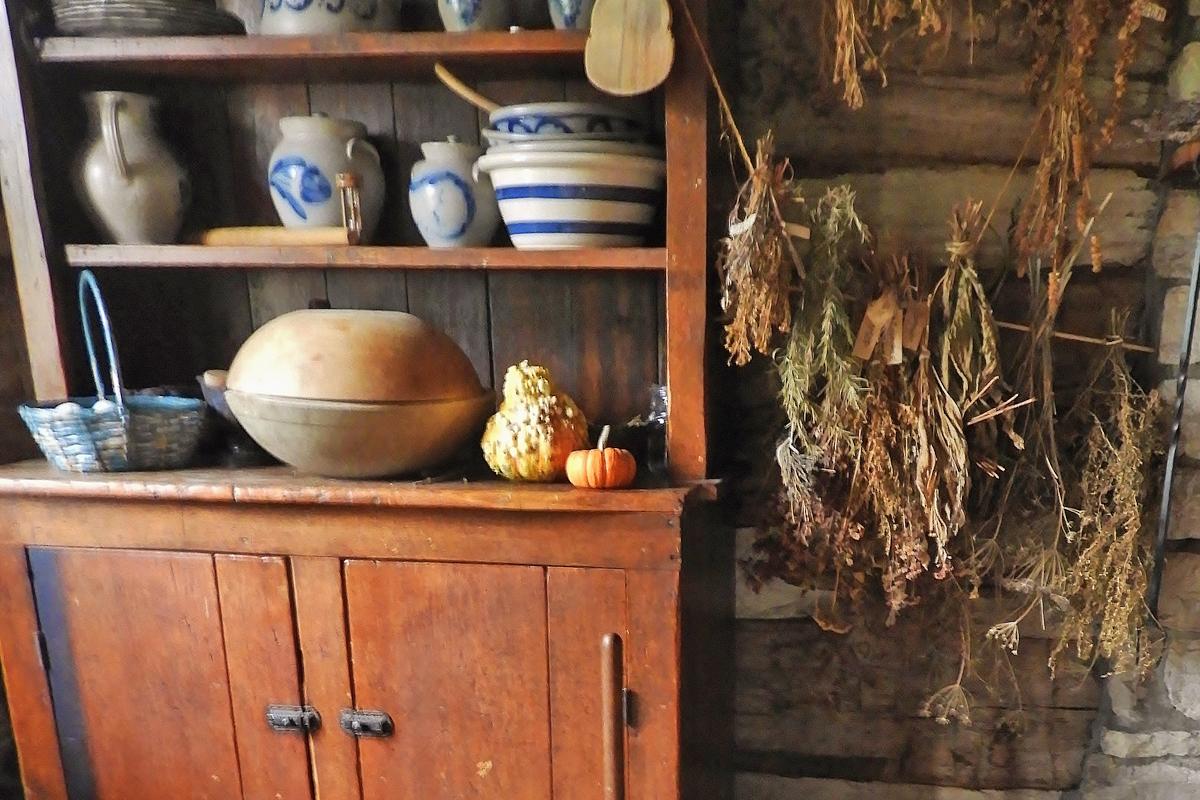 Halloween Log cabin decor