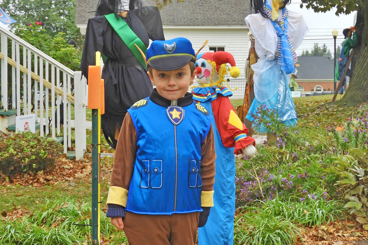 Halloween Village green Type rope walker